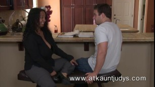 Chubby black mature rosee offering hand and footjob