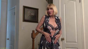 Bossy Ryder mature woman pulls her clit Solo 4