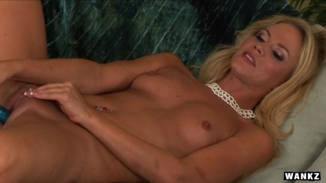 WANKZ- Sophia Lynn Cums On Her Fav Toy
