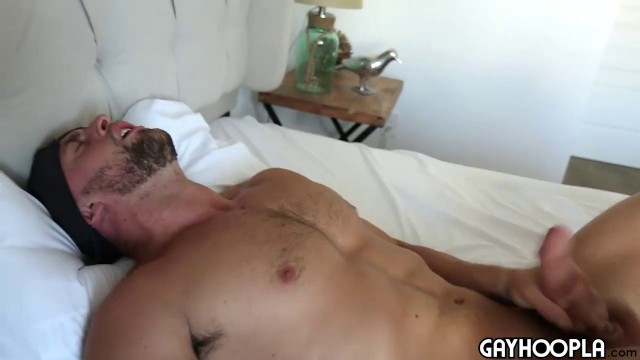 Jock Chris Curl Jerks off Masturbating and pouring sperm on the stomach