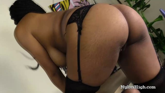 Ebony Loves to Squirt While Cumming