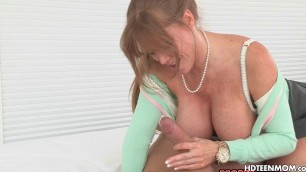 Anal Sex for Nasty Stepmom Cum in Ass