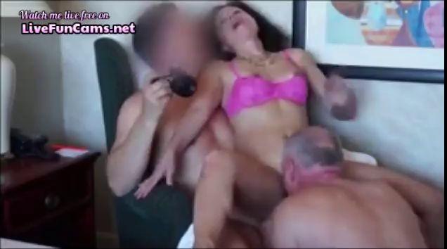 Homemade Bi Threesome With Cumshots
