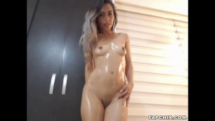 Hot Shaved Oiled Cammodel Toying Her Twat