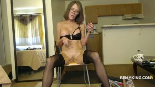 Shaved Mature Cammodel Squirter