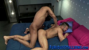 Muscly hunk gets sucked