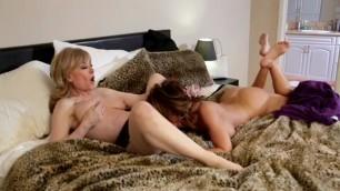 порно нина любит рона онлайн определенно домохозяйка