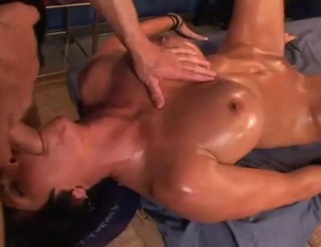Порно массаж шей фокс