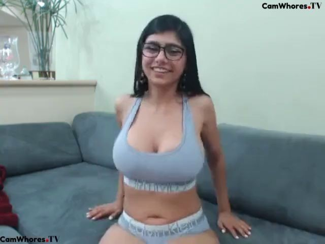 Mia Khalifa Teaches Sex