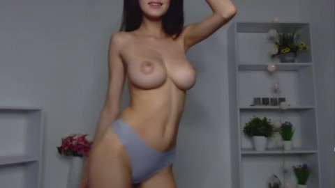HOT WEBCAM GIRL 116: BIG NATURAL FIRM BREASTS WITH AWEESOME NIPPLES