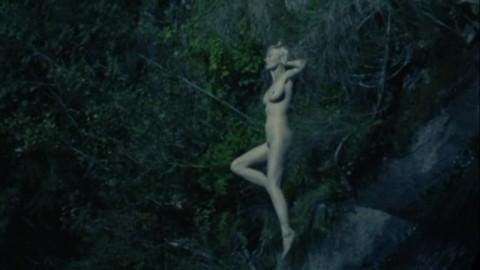 Dunst topless kirsten Kirsten Dunst