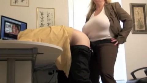 Girl rimming midget