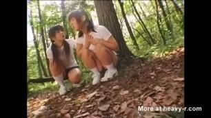 Japanese lesbians play in car
