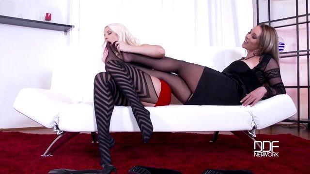 Hd lesbian foot fetish-3318