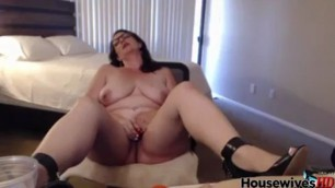 Feel the experience MILF Michy in sexy glasses fuck