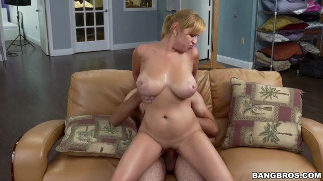Jazmyn Fucking is more fun than cleaning Big Tits Teen porn