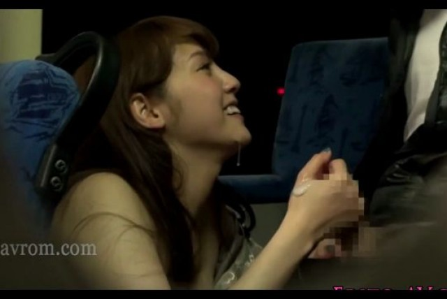 japan lady Handjob on the bus