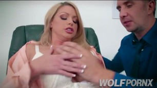 My boss is a whore, comes horny to the office because the impotent of her husband does not fuck her