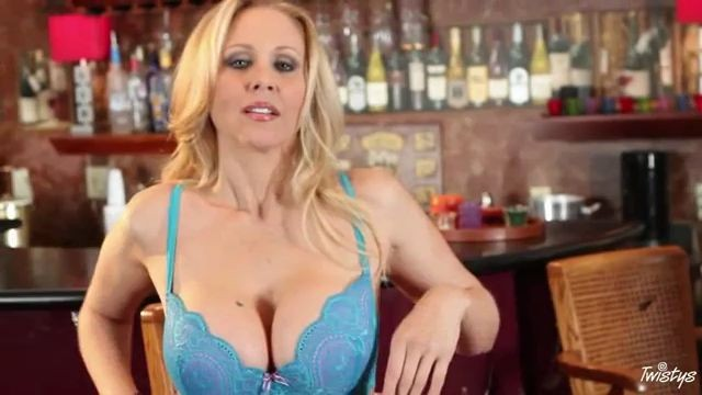 Wet Smooth Pussy Julia Ann Twistys Com The Perfect Bar Maid 01 01 2012
