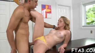 Agile dude manages to impress doxy with sweet pussy licking skills