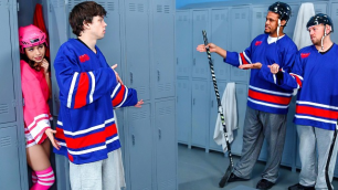 DigitalPlayground - Hockey Fan Lucie Cline Open Net