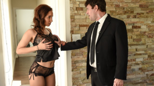 Brazzers - Isis Love Going To Seduce Her Bodyguard