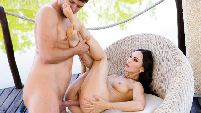 21Sextury - He Fucks Lilu Moon's Feet And Ass