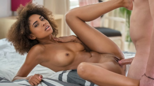 Babes - Luna Corazon Gets Home In Too Hot To Handle