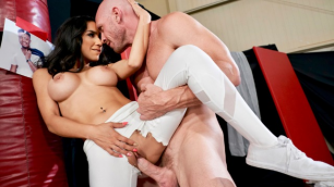 Brazzers - Tia Cyrus Learns  Fencing in Hard En Garde