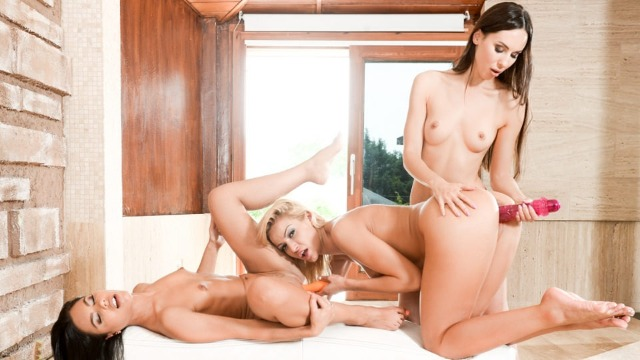 Bikini Babes Cherry Kiss, Lilu Moon And Apolonia Lapiedra Have Fun