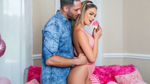 Reality Kings - Athena Faris Snaps Some Selfies With Her Sweet Treats In Millennial Pink