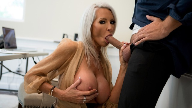 Brazzers - Emma Starr Decides To Get Frisky Herself In Pretty Theft