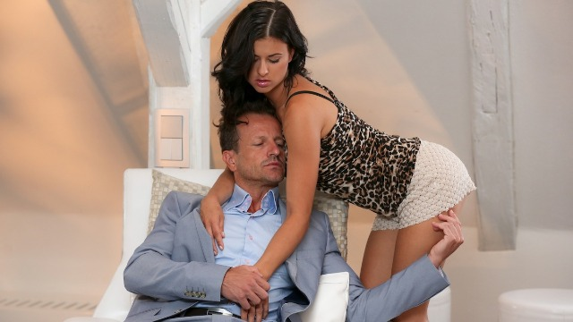 Momxxx - Mature Stud Knows What Billie Star Want