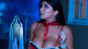 Brazzers - Scary Halloween Threesome With Angela White And Romi Rain In The Fuckening