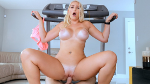 Mofos - Vanessa Cage Asked Him To Fuck Her In XXX Treadmill Tan Lines