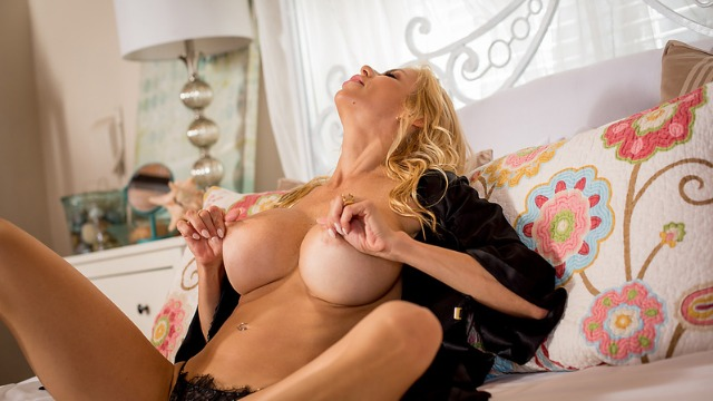 Wicked - A Little Help From My Friends With Submissive Girls Alexis Fawx, Julia Ann, Maya Kendrick And Others