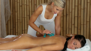 Massagerooms - The Masseuse Immerses Her Fingers In The Hole With Her Client's Oil Lola Myluv And Tea Jul
