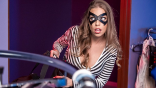 Brazzers - The Sexy Mannequin Britney Amber And The Security Guard