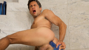 Seancody - Titus Solo With Toys