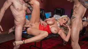 Nicolette Shea Tells Her Boss She'll Handle The Situation
