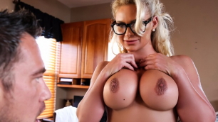 Brazzers - Doctor Phoenix Marie Knows Best