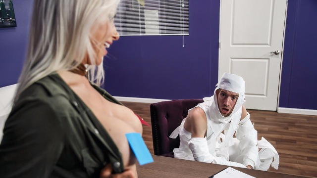 Brazzers - The Office Mummy Fucks Her Boss Rachel RoXXX