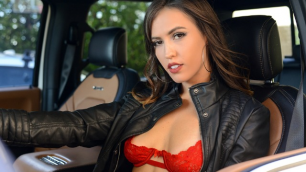 Brazzers - Kelsi Monroe Will Do Anything In Trolling For Trolls