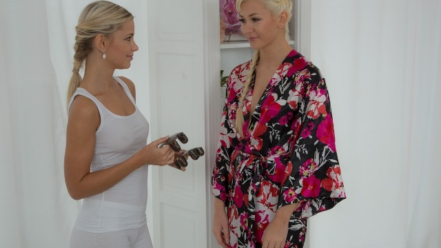 Massagerooms - Supple Tits Get Blonde Masseuse's Full Attention Lola Myluv And Tracy Lindsay