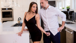 Brazzers - Abigail Mac And Her Husband Nailed At The Estate Sale
