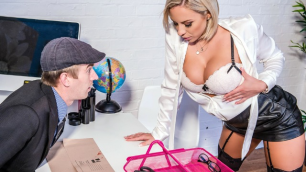 Brazzers - Lilli Vanilli Got A New Job The Mailroom In Putting It In Her Slot