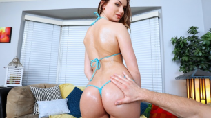 Mofos - Loyal Girlfriend Summer Brooks Stays In To Sex