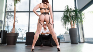 Hannah Vivienne Moves From Business To Pleasure