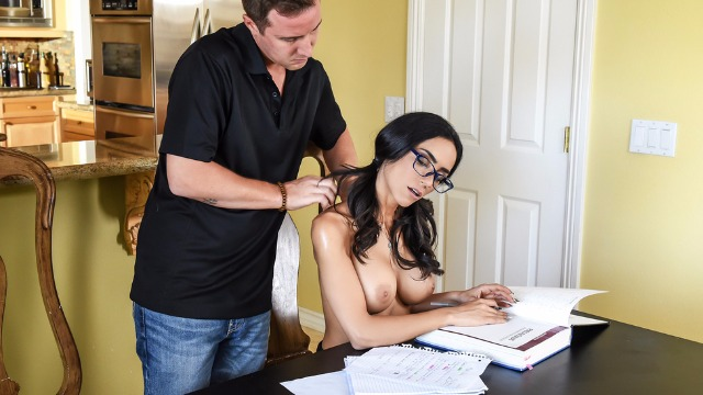 Brazzers - College Girl Tia Cyrus No Distractions