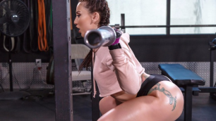 Mandy Muse Is One Of Those Girls Who Like To Squat